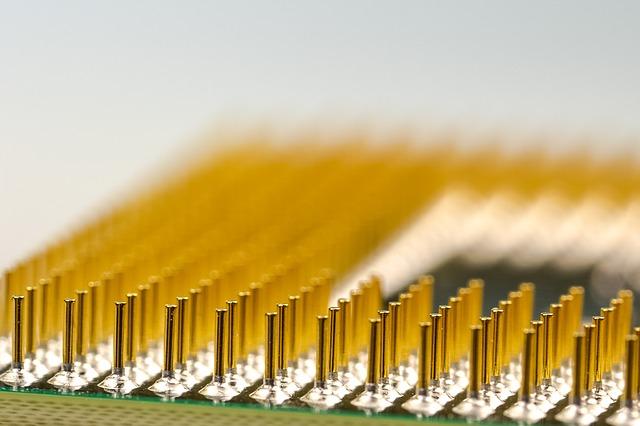 Computer pins gelb