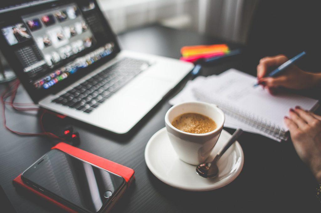 Schreibtisch Büro Kaffeetasse